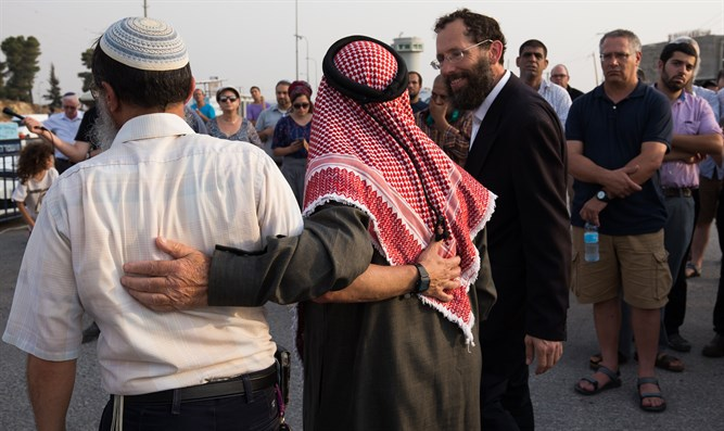 Jews and Arabs at prayer rally in Gush Etzion (file)