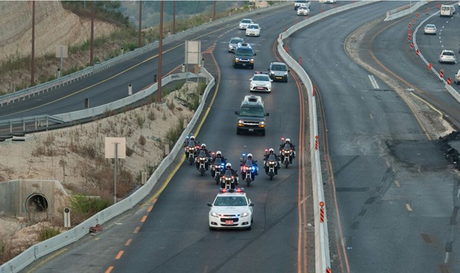 Convoy for Peres' coffin en route to Jerusalem
